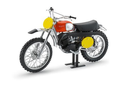 pho_hs_90_vs_3hs1771000_model_bike_husqvarna_cross_400_1970_b_aberg_replica__sall__awsg__v1
