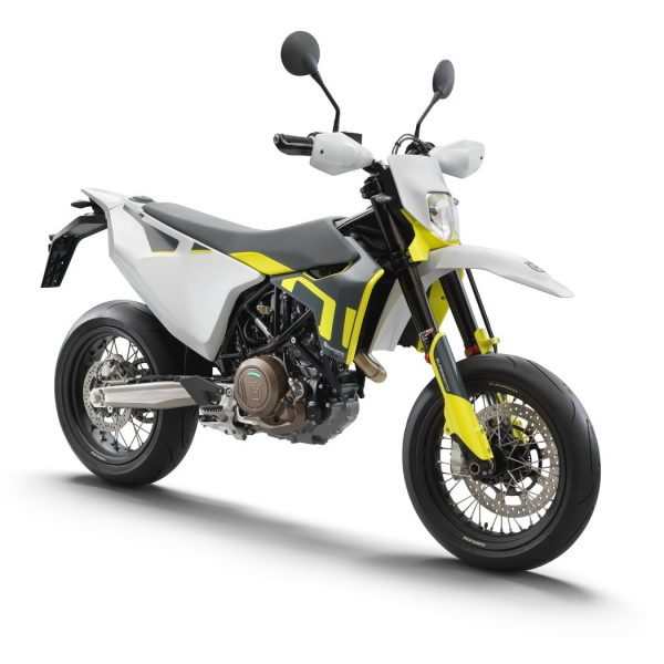 80529_701 Supermoto front right MY2021_EU